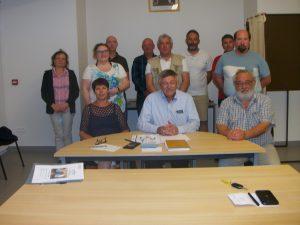 Le Maire et les membres du Conseil Municipal
